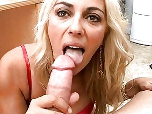 Nasty milf takes off pants to get snatch vibed