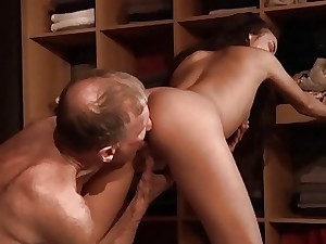 Teenager Fucked Old man cock seduced him swallowed cum